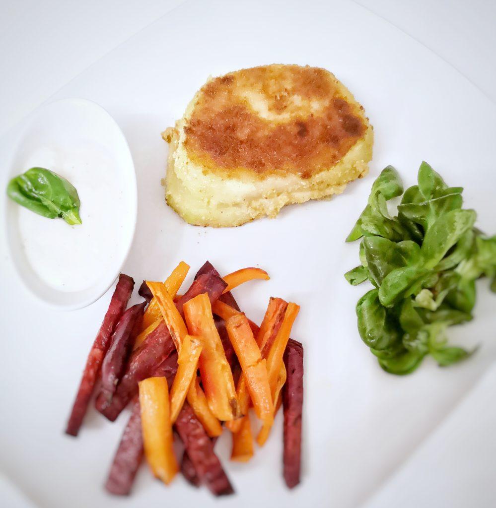Gefüllte Kohlrabi Schnitzel mit Gemüse Pommes
