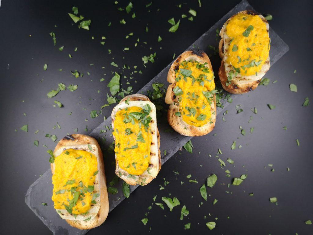 Gegrillte Kohlrabi mit Möhren-Pastinaken-Püree